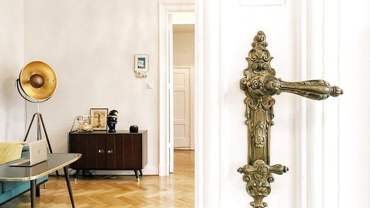 2 zimmer wohnung in berlin sch neberg m bliert auf. Black Bedroom Furniture Sets. Home Design Ideas