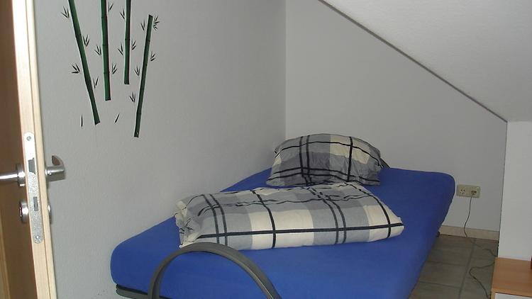 separates zimmer in rausdorf m bliert auf zeit nr 3809. Black Bedroom Furniture Sets. Home Design Ideas